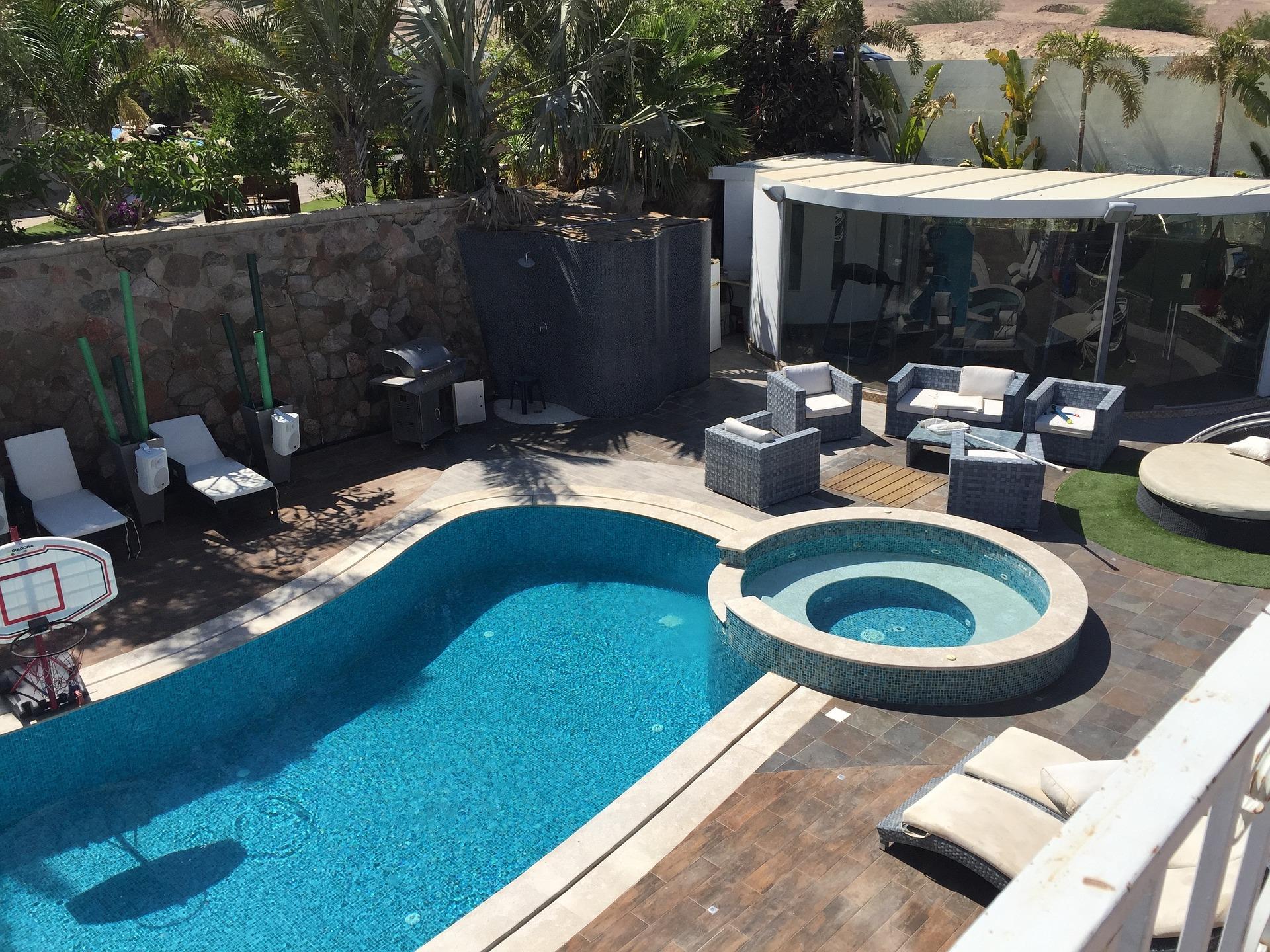 Zelf een zwembad in de tuin aanleggen for Eigen zwembad in de tuin