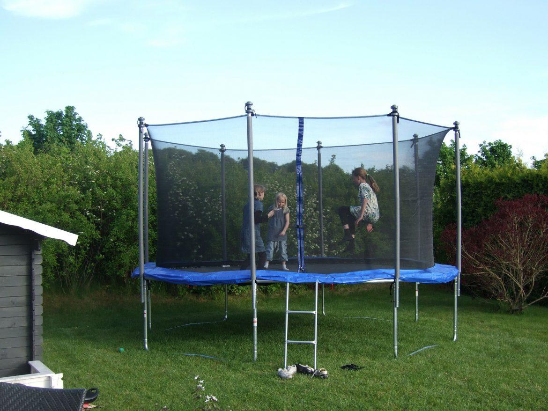 Trampoline Kleine Tuin : Een trampoline voor in de tuin
