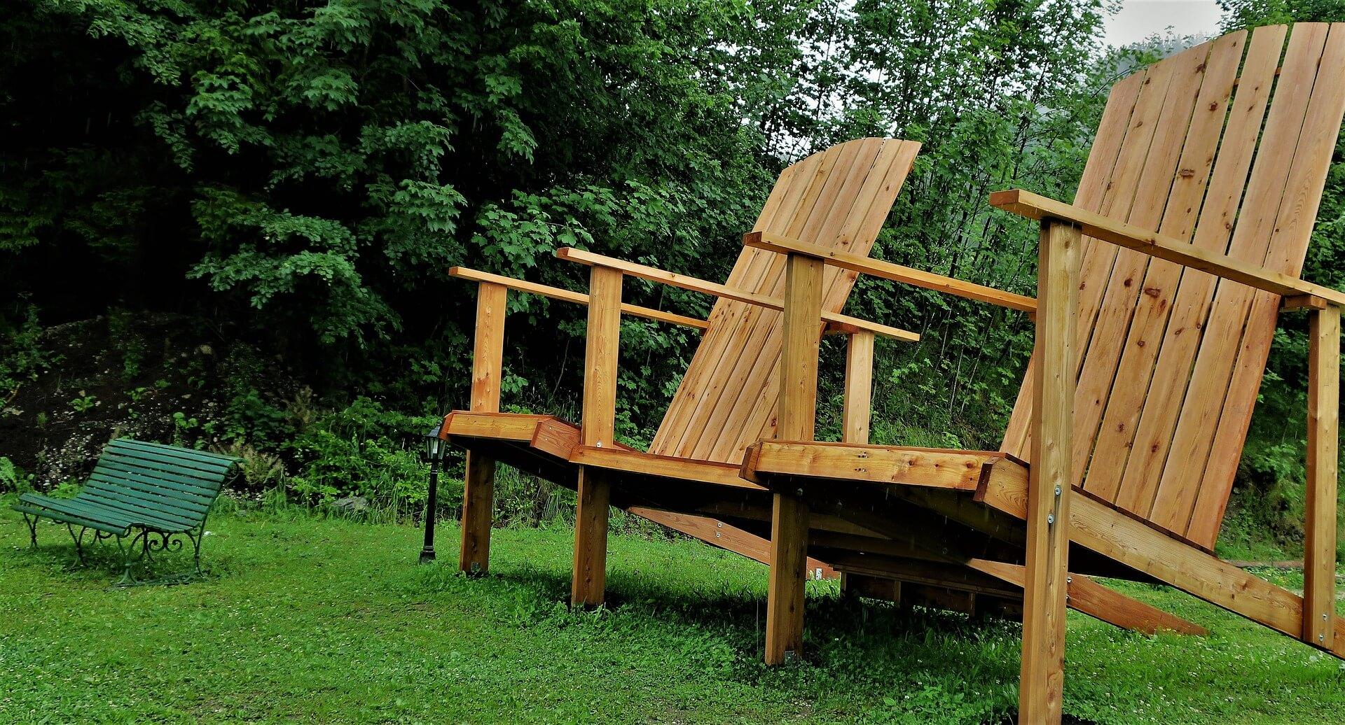 stoelen voor in de tuin